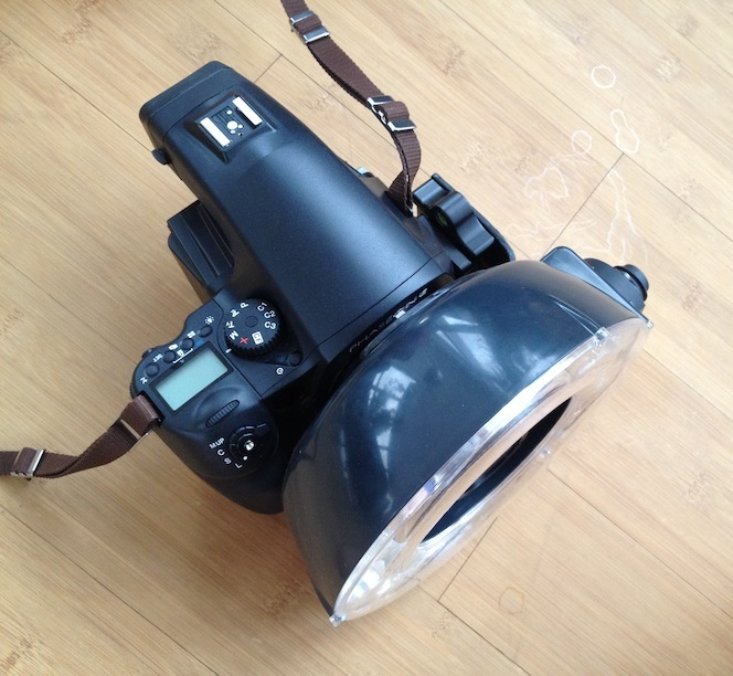 DIY ringflash bracket with ring flash on camera
